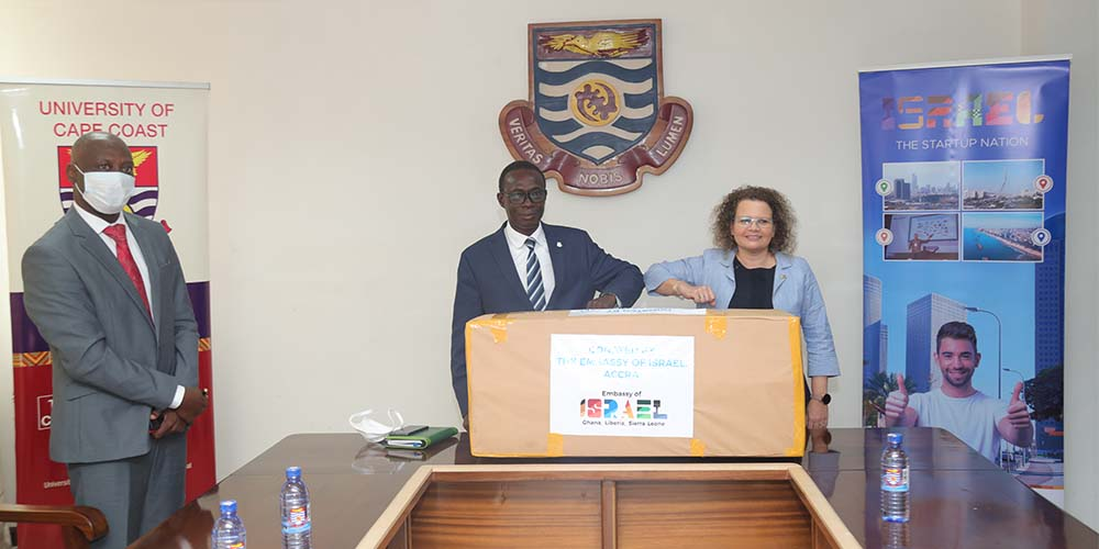 The Israeli Ambassador to Ghana presenting a biogas system to the Vice-Chancellor